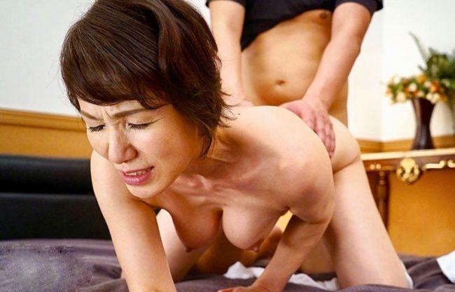 <六十路>夫の目を盗み不貞を楽しむ還暦秋田美人!