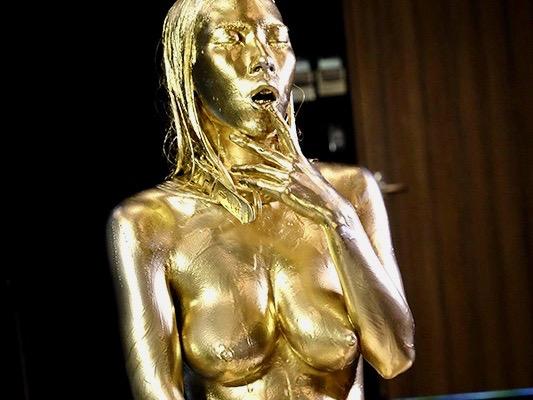 <二宮和香>金銀の液体をぶっかけられ恍惚に浸る才識兼備の女ww