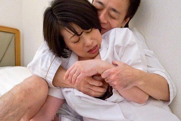 熟女:次第に身体が目覚めてしまい、大股開いてギン勃ちチンポをハメてしまった施術師ww