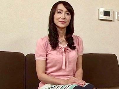 香澄麗子:そんな清楚な顔して仕事先の主人と息子と関係を持つなんてww