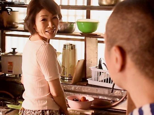 内原美智子:若い性欲で親孝行する息子!!