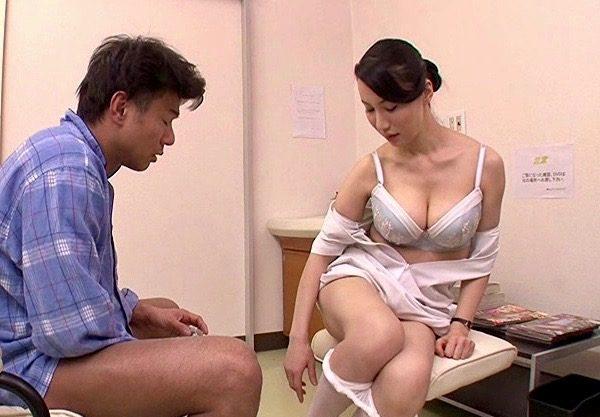 熟女:精液採取に失敗してしまった熟女ナースは責任を感じて再射精のために協力するww