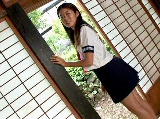 ロリ:田舎に住む素朴な清純少女とのひと夏の経験www