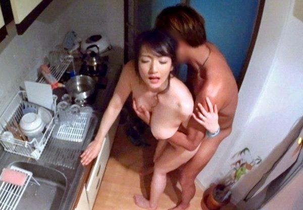 熟女:ヤラれることがわかっててヤリ部屋にやってきた人妻www