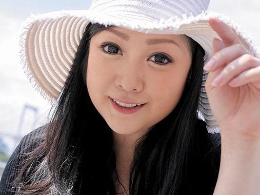 小向美奈子:綺麗なのに凄くスケベで人妻になったお姉ちゃんがいたww