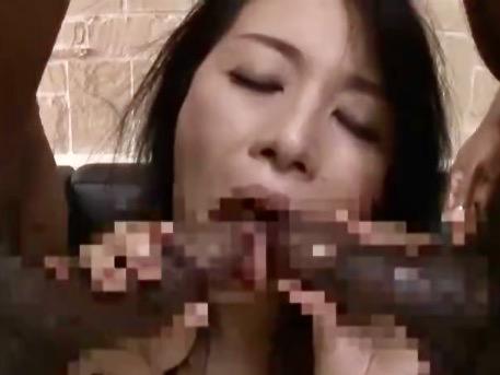 井上綾子:黒人留学生の漆黒巨根の虜になった人妻ww