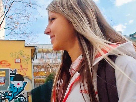 外国人:金髪ロリ美少女のアナルを開発www