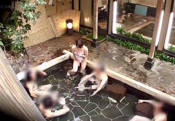企画:可愛い女子大生の恥ずかしい表情に男性入浴客も股間を刺激されて大暴発!