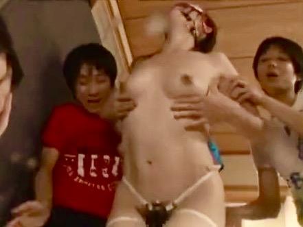 敷根まほ:ビンビンに反り返ったマセガキ子供チンポのイタズラに不覚にも反応!!母乳を噴き出しながら絶頂する母乳ママwww