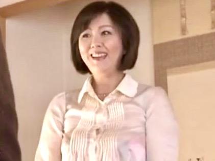 円城ひとみ:上京してきた義母の豊満な女体に娘婿のチンポ反応ww
