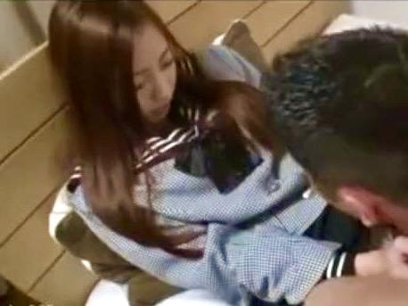 真野ゆりあ:「ゴムないけど、挿れちゃいます!!」超カワイイ従妹の女子校生のパンチラ が気になって仕方がない!!