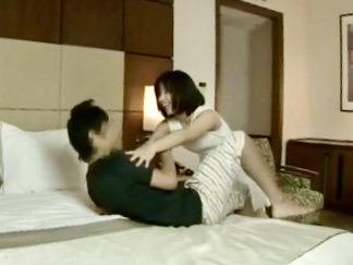 熟女:「あなたのチンポ奪うわよ!!」若い男を逆ナンパしてヤングチンポを喰い物にする完熟痴女www