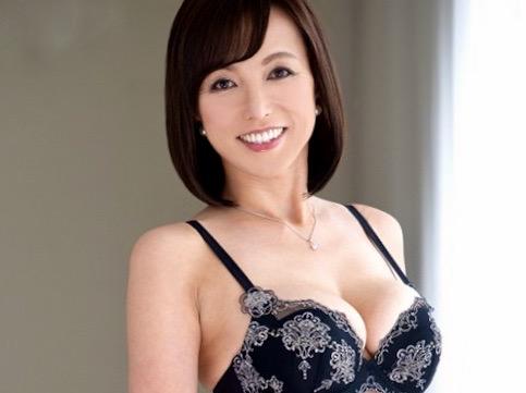 及川里香子:ありったけの性欲を発散したい…五十路人妻の肉体を焦がす情熱ファックww
