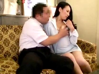 熟女NTR:「私の身体で息子の退学がなくなるなら…」弱みにつけこみ猥褻行為をする卑劣な教師の実態ww