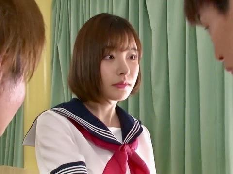 深田えいみ:「ずっと私のことちらちら見てたでしょ」誘惑した男子生徒と教室3P寝取られ姦ww