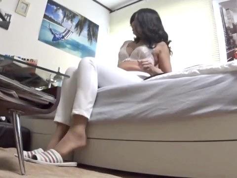 熟女NTR:「おばさんにオチンチン頂けるかしら?」ヤングチンポへの興味が捨てられずヤリ部屋について来た五十路人妻を寝取り姦ww
