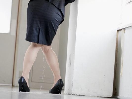 市川まさみ:「ダメ…見ないで!!」お漏らししながらトイレへ急ぐ!!失禁陵辱の快楽に溺れる女教師は男子生徒の性処理道具ww