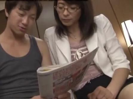 矢部寿恵:「オチンチン逞しくなったら社会復帰出来ますわ!!」引きこもり続けた弟を更生させたカリスマ熟女カウンセラーNTR姦