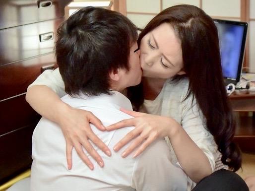 三浦恵理子:「母さんのオマンコが欲しいんだよ!!」薬を飲ませて淫乱になった母はすっかり息子チンポの虜になったww