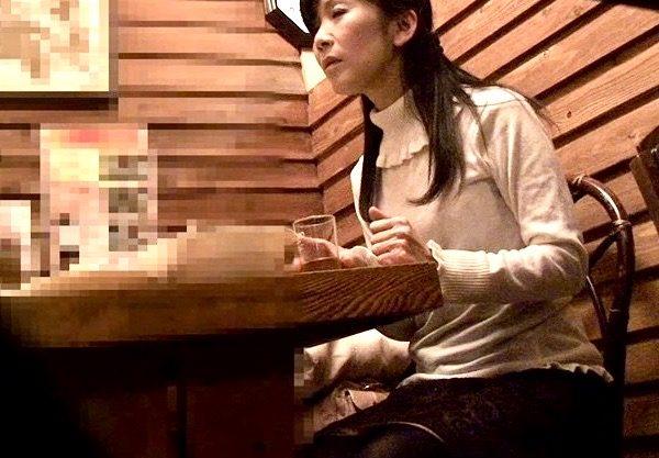 熟女NTR:亭主の前で「エッチさせて」と交渉する!!まだまだイケる熟年パワーww居酒屋で艶っぽい熟年の夫婦に声をかけ熟女人妻ナンパ姦w