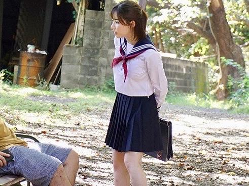 深田えいみ:「ねえ、オチンチンしゃぶらせて!!」しゃぶるの大好き美少女JKが次々と野外フェラ!!ズボンを下ろして即パクリッww