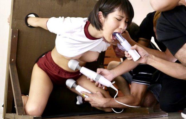 湊莉久:「お願い…やめてぇ!!」カラダをビクつかせて無理やり絶頂へ!!絶叫と絶頂を繰り返し…男たちの性玩具に堕ちるJK!!