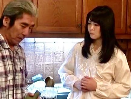 城崎桐子:「お義父さま、いけません…」夫婦の営みが絶えて久しい貞淑妻は抵抗するも…貞淑妻は義兄にも義父にも犯されるww