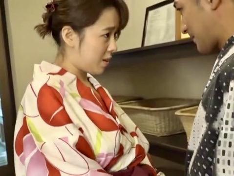三島奈津子:「温泉デートみたいだね…」いけないと思いつつも快楽に負け息子チンポを膣に誘導する母親ww