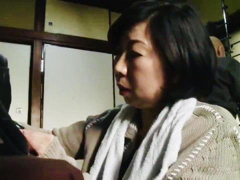ヘンリー塚本:息子の逞しいイチモツに夢中の義母!!ふしだら不貞人妻の赤裸々痴態w