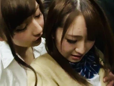 JK:「お姉さんが、気持ちよくしてあげる…」痴漢行為を働いていたのはレズビアンの美女!!困惑する女子校生に濃厚キスで媚薬注入!!