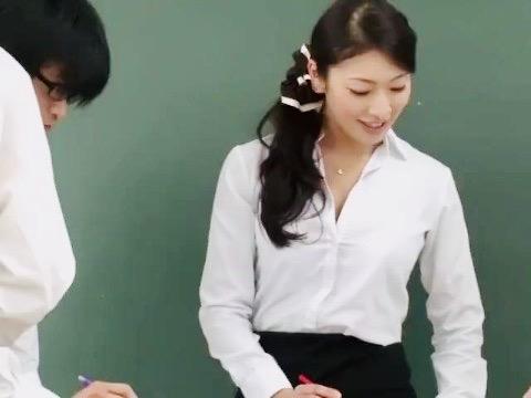 小早川怜子:憧れている美人女教師が電車で痴漢に遭遇!!痴漢師のされるがままに中出し姦ww