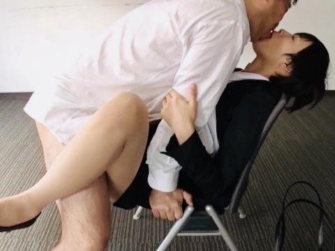企画:JDの就活面接の合間にサクッとセックス!!お行儀良く大人に媚びるリクスー女子大生にデカチン挿入!!