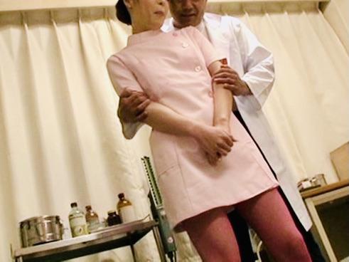 男の娘:オチンチンのついている白衣の天使はとってもエッチです!