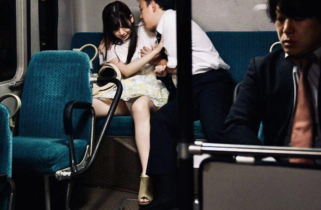 痴漢:毎日行く大学。毎日乗るバス。毎日犯される私…毎日当たり前のように痴漢され犯され続ける女子大生w