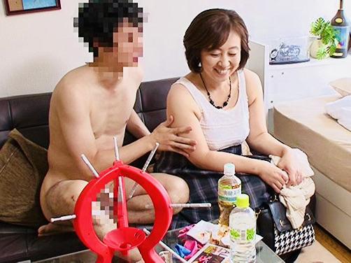 熟女ナンパ:「私を悦ばせてくれる…?❤️」チンポ狂いのスケベな熟女の痴態ww